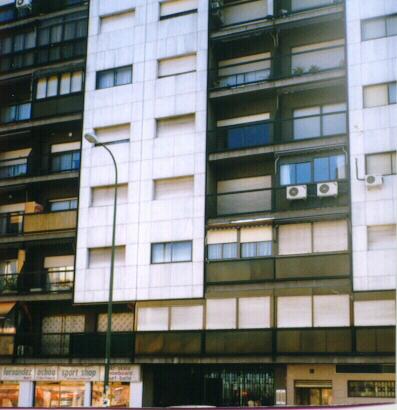 Equipos de aire acondicionado en fachada for Alquiler de equipos de aire acondicionado